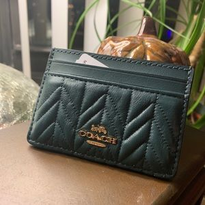 Authentic Coach Quilted leather card case 🌿❤️